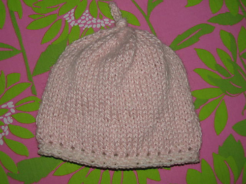 Knitted Daisy Flower Pattern : Easy baby hat knitting pattern KnitnScribble