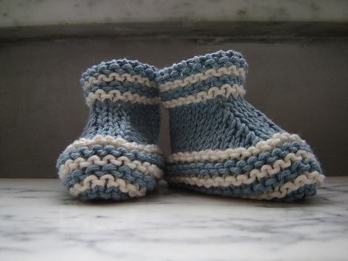 Free Knitting Pattern For Stay On Baby Booties : Stay-on knit and crochet baby booties free patterns KnitnScribble