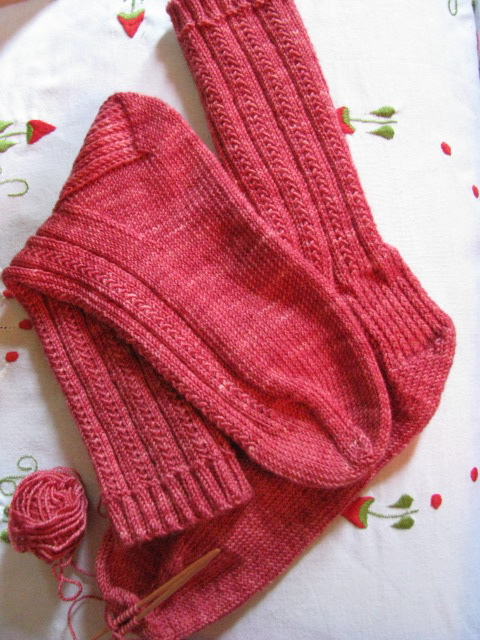 Easy Sock Knitting Pattern : Free easy sock knitting pattern   how to close the toe ...
