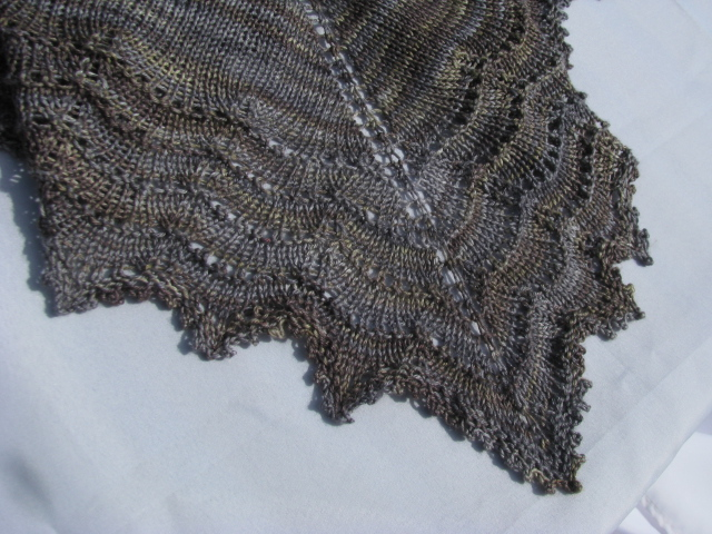 Free Knitting Pattern For Triangular Shawl : Knitting a first lace shawl, two free patterns Knitnscribble.net